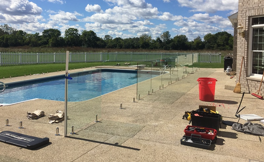 install a glass pool fence